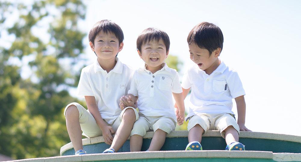 選挙カーに幼児が手を振る | 鮫島プロデュース